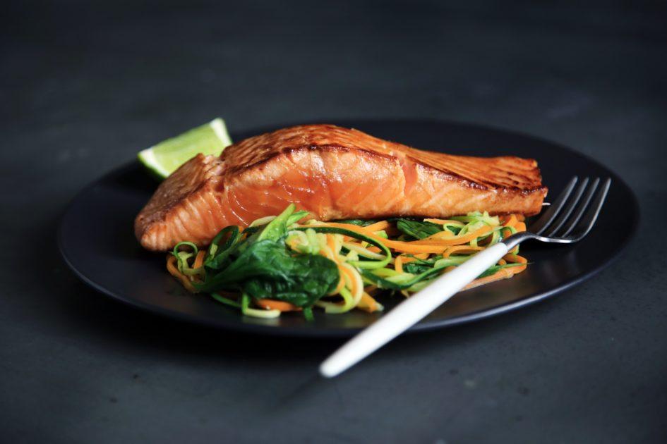 タンパク質を食事でとる方が健康的じゃない?