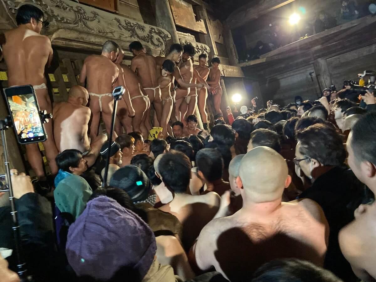 【黒石寺蘇民祭・盛り上がりポイント】蘇民袋争奪戦1