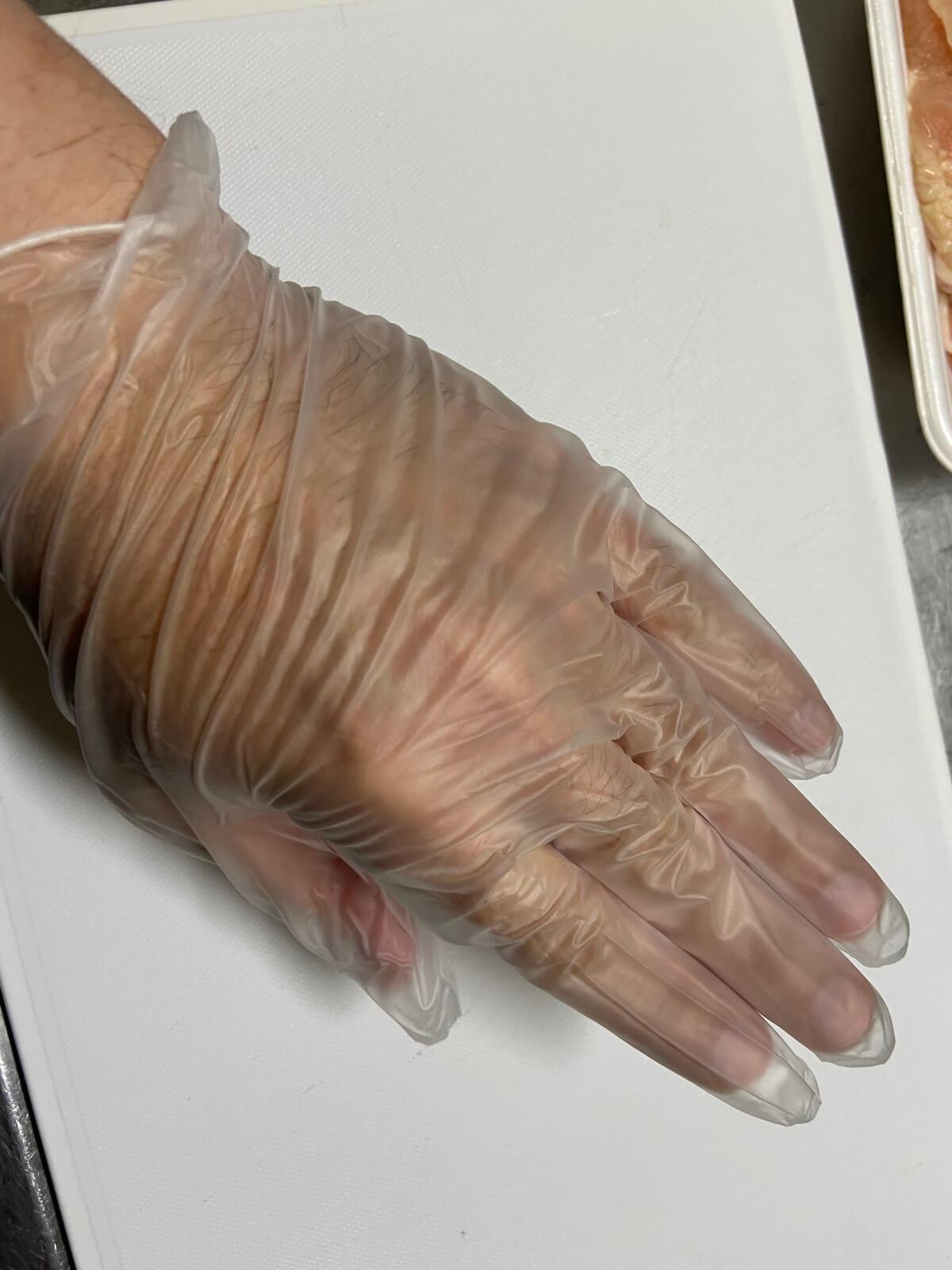ゴム手袋で調理